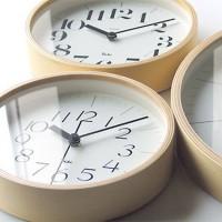 懐かしく温もりを感じるデザイン。巨匠、渡辺力氏の最高傑作【Riki Clock】