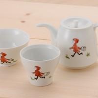 波佐見焼独特の優しい白磁に描かれる☆【m.pots / エム・ポッツ】の食器「赤ずきんちゃん」シリーズ