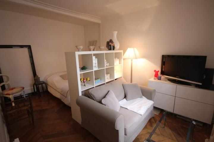 出典:http://www.deco.fr/photo-deco/decoration-studio-parisien-beige-chic-45-6741868.html