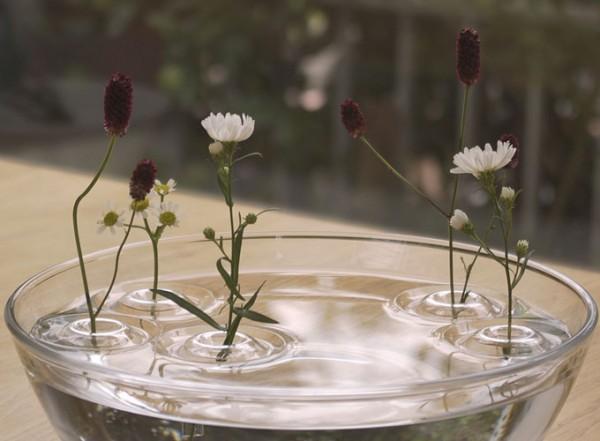 出典:http://www.likecool.com/Floating_ripple_vases--Accessories--Home.html