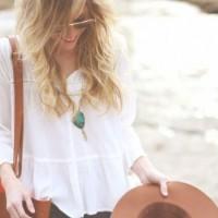 海外スナップで見る!白シャツをさらりと着て爽やかな春のコーデ☆