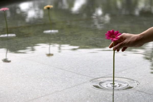 出典:http://www.designboom.com/design/floating-vase-ripple/