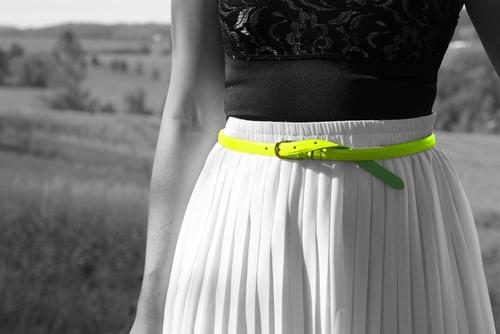 出典:http://exclusiveaccess.net/fashion-fridays-neon-accessories/