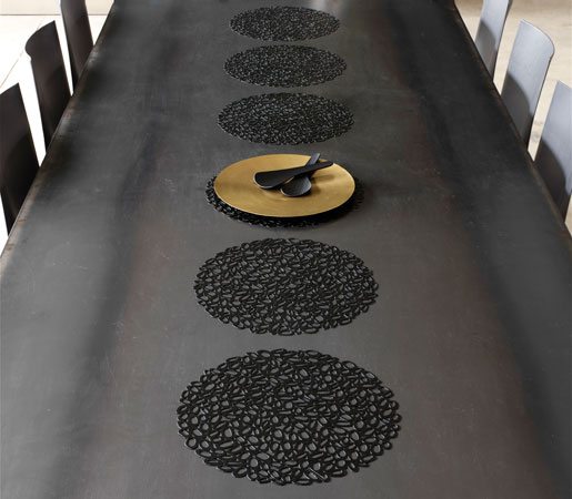 44100-2---CHILEWICH_PLACEMATS-IN-BLACK-PEBBLE