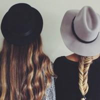 フェミニンな雰囲気に♡トレンドのツバ広ハットに合わせたヘアアレンジ集