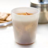 伝統の技で作られる光をとおす磁器。丸直製陶所のスキトオシリーズのボウル