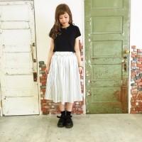 Tシャツカジュアルスタイルは卒業!無地T×スカートを女っぽく着るのが素敵♡