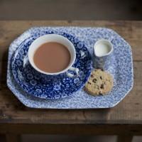 青と白の世界に魅せられて。王室にも愛される英国ブランド【バーレイ】の食器たち