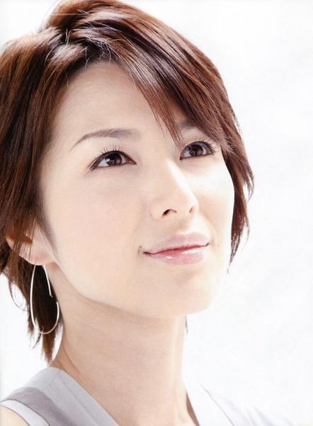 モダンヘアスタイル 吉瀬美智子 髪型 画像 : pinky-media.jp