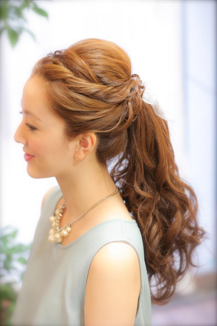 普段使いや結婚式にもOK!少しのヘアアレンジで簡単にできる華やかなポニーテール特集☆