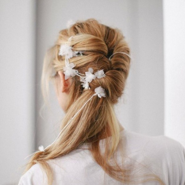 Brides-with-Pony-Tails-Pony-Tail-Wedding-Hair-Bridal-Musings-Wedding-Blog7