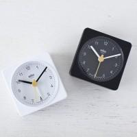 世界中の人々を魅了する、小さな置き時計。【BRAUN】社のアラームクロック「BNC002」