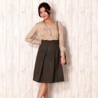 ゆとりのある雰囲気と着心地の良さが特徴♡とろみ素材のシャツで秋の装いを♪