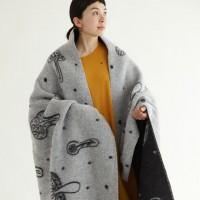 ほっこりしたデザインと暖かさが人気☆ミナペルホネン × KLIPPANのブランケットに注目。