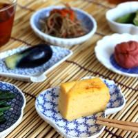 気分に合わせて楽しむ小さな和の世界。【東屋】の豆皿でつくるおもてなしの食卓