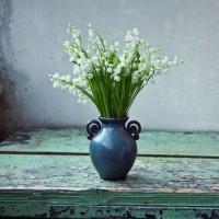 素朴な花をさりげなく飾るセンスが素敵♡絵になる風景を部屋に作ろう。