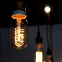 ぬくもり感じる優しい電球【エジソンバルブ】でつくる、レトロでノスタルジックな空間