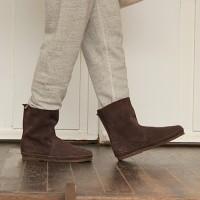 上質レザーとナチュラルな形が人気、この冬はKOOS(コース)のブーツで足元オシャレを楽しむ。