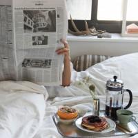 時には憧れの映画の主人公のように。。ベッドで朝食スタイルはいかがですか♡