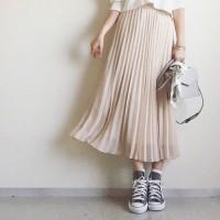 スカートorパンツ。。どちらに合わせる?絶対可愛い!スニーカーコーディネート♡