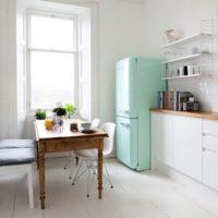 模様替えをするなら過ごしやすい季節の今!シンプルなコーディネートで心地よいお部屋作りを