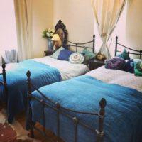 安眠効果も期待できる☆クールで落ち着く青いインテリアの寝室コーディネート