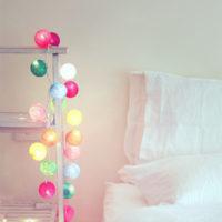 夜のライトアップでお部屋の雰囲気がアップ!ガーランドライトのおしゃれな使い方