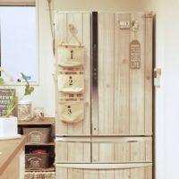 キッチンで浮いてしまいがちな冷蔵庫もリメイクシートで簡単アレンジ!