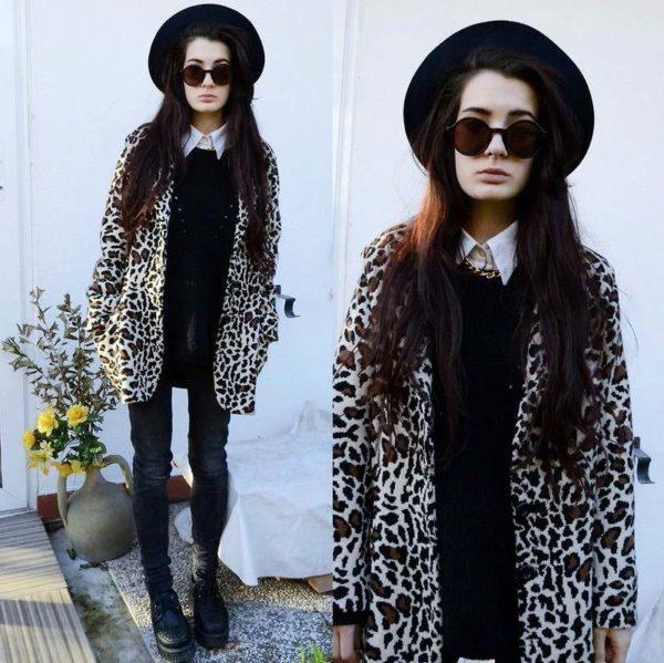 chapeau-femme-hiver-large-bord-noir-lunettes-rondes-manteau-imprime-leopard