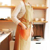 エプロン着用コーデ♪秋のホームパーティーはおもてなしファッションに!