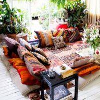カラフルなエスニックテイストを取り入れてお部屋を冬仕様にしてみよう