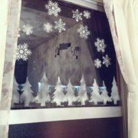 スノースプレーひと吹きで、窓やツリーに雪が降ったようなデコレーション!