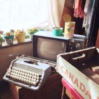 レトロ好きな方は必見!タイプライターで部屋が一気にオシャレ見え♪