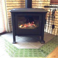 炎の明かりがあたたかい!憧れの暖炉や薪ストーブのインテリア&お手軽暖炉風ストーブのインテリア集