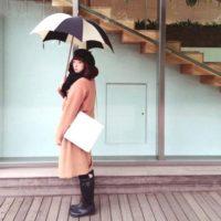 雨や雪の時だってオシャレに!傘をポイントに取り入れた素敵コーデ☆