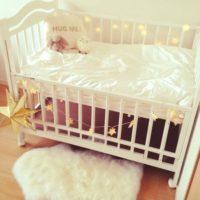 赤ちゃんをお迎えするのが待ち遠しい♡ベビーベッドを彩る可愛いディスプレイ集♪