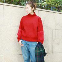 寒い季節だからこそ明るい色が着たい!赤のトップスを主役にしたオシャレコーデ集