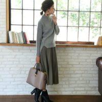 プリーツスカートとプリーツパンツ、これから買うならどっち?
