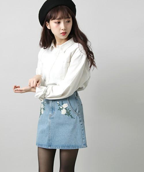 デニムスカート×白シャツ