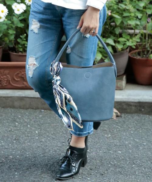 バッグにスカーフはもはや定番の使い方ですね。春になったらスカーフも衣替えしましょう!