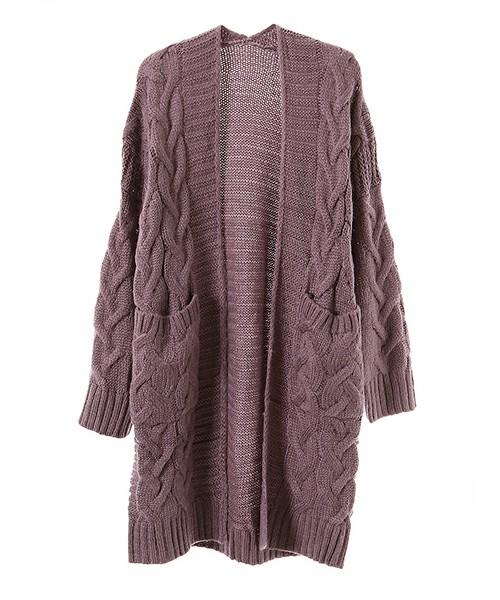 これからさらりと羽織るなら、ケーブル編みのカーディガンがオススメ!!抜け感をしっかり出してくれるので、1枚あると便利です。スモーキーカラーなのも落ち着いた雰囲気があっていいですね。