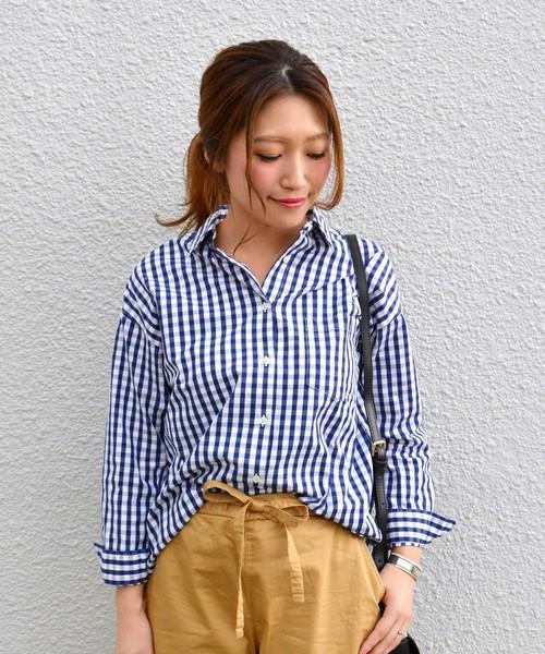 初めてのギンガムチェックアイテムなら、まずはシャツがおすすめ。1枚だけで着るのもよし、上にベストやパーカーなどを合わせて重ね着するのもよしな、万能アイテムです♡