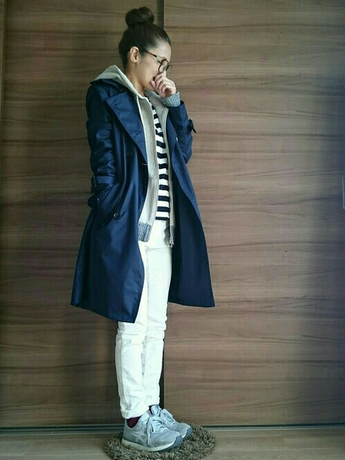 ◆ライナー付きトレンチコート  ネイビーのスプリングコートなら、マリンコート風の着こなしが楽しめます♪コートのライナーをはずして、パーカーをインナーにすれば、よりマリン度UP!ボーダーTも無印良品です。ホワイトのスキニーパンツはGUという、プチプラMIXコーデです♡