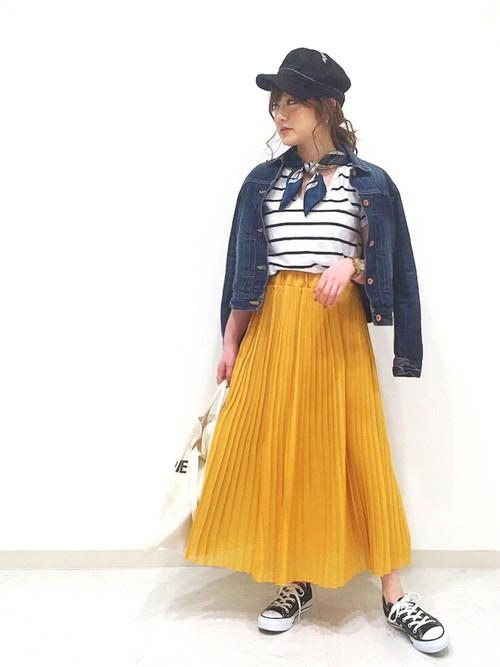 ◆N. Natural Beauty Basic シフォンプリーツスカート ¥7,776  大人マリンを目指すなら、今季は軽やかなプリーツスカートをボーダートップスに合わせるのがおすすめ。鮮やかなイエローやオレンジのミディ丈シフォンプリーツスカートを使えば、マリンコーデが子供っぽくなりません。爽やかな白プリーツでもOK♪
