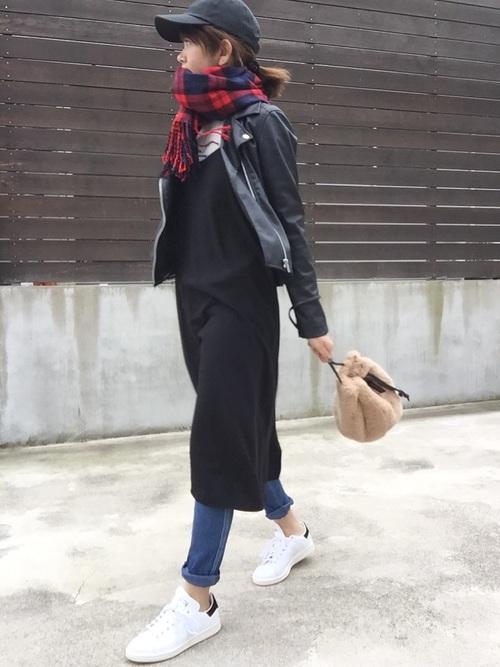 SNSなどでも人気のネオレザーライダースダブルジャケット。店頭でも人気のサイズは売り切れてしまうほど話題のネオレザーライダースダブルジャケットは、オシャレさんもこぞって取り入れています。タイトに着こなしたい人にはXSやSサイズが人気ですが、ラフに着こなしたい人には大きなサイズも人気となっています。