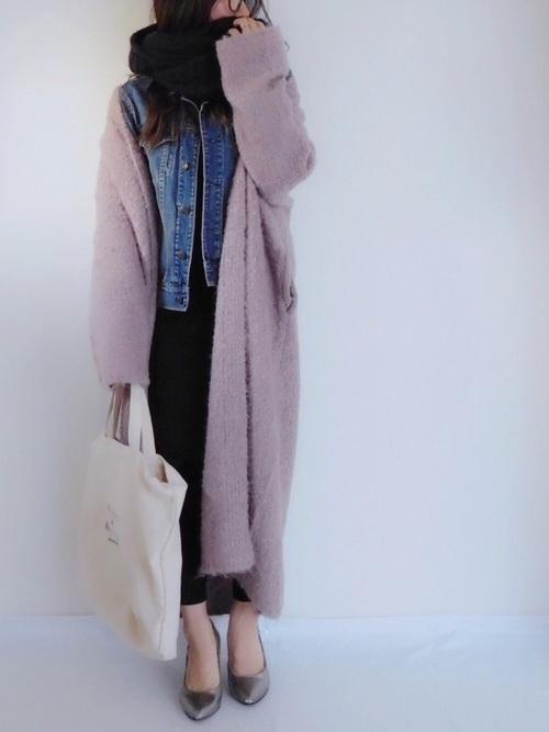 ヨーロッパの街並みに似合いそうなスモーキーピンクは、女性らしさを演出してくれますね☆重ね着でも着ぶくれしないのが魅力です!