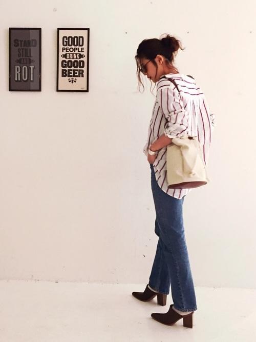 オーバーサイズのストライプシャツを使ったコーデ。シルエットに抜け感があって、最高の大人カジュアルなスタイルに♪白が多めのストライプは、目をひきますね。上からニットを合わせてもお洒落ですね。
