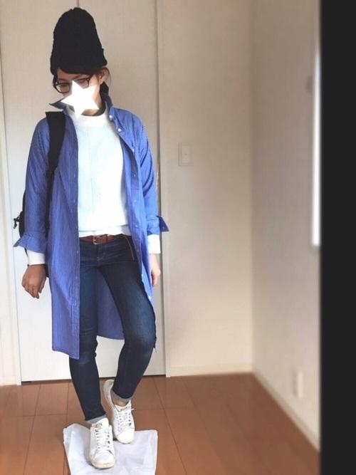 ◆ストライプシャツワンピース  ブルー地にブルーの細いストライプが入ったシャツワンピースをはおりもの代わりに使ったコーディネート。ブルー×白の爽やかな色合わせが素敵♪トップスはGU、スキニーはユニクロというプチプラアイテムを上手に使ったトータルコーデがお見事♪