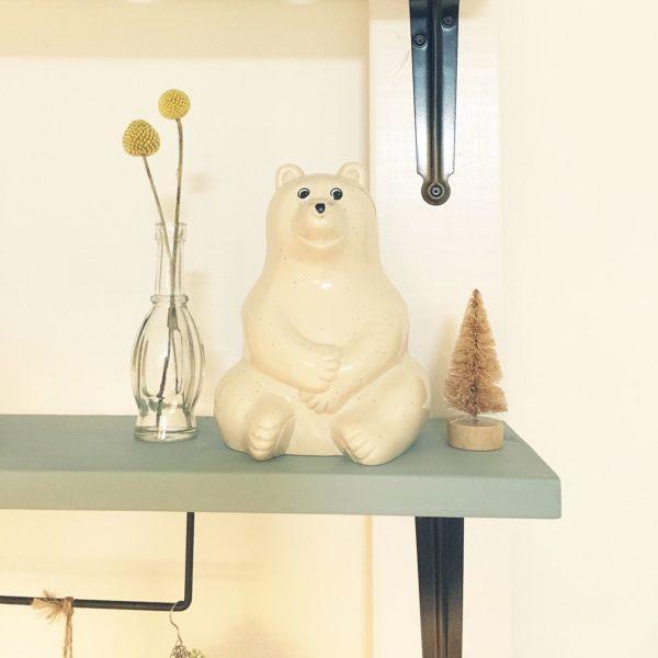 北欧雑貨LOVERな方のお部屋に高確率で置いてあるのがこの白くまの貯金箱。マフラーを巻いたり帽子を乗っけたりして、季節に合わせて白くまをコーディネートするのも楽しいですよ!