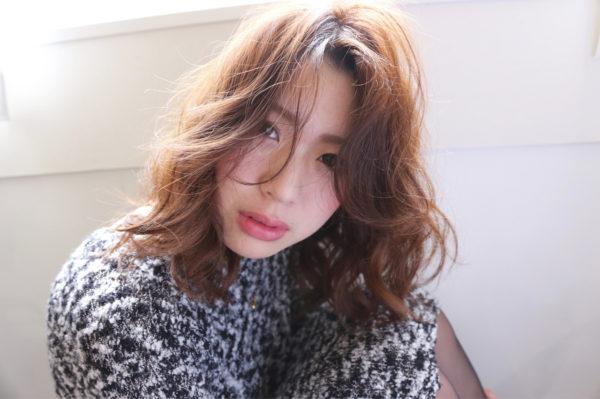 小顔に魅せられるヘアスタイル。抜け感が魅力を感じさせてくれますね。ゆるふわ感がとても素敵です。